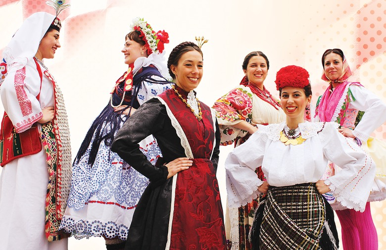 Revija tradicijske odjeće i izbor najljepše Hrvatice u narodnoj nošnji izvan RH