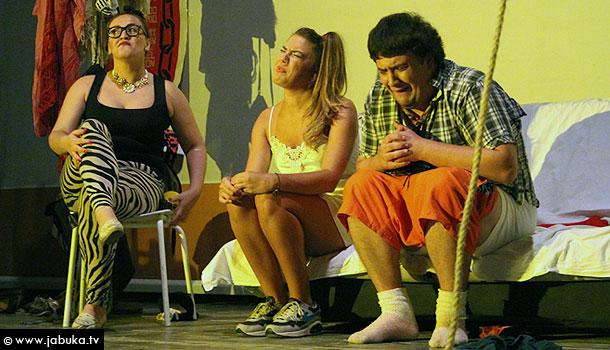 """FOTO: """"Kokoš"""" oduševila publiku prepunog kina 'Borak' u Širokom Brijegu"""