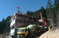 Izlivena i 4. ploča na planinarskom domu u Masnoj Luci
