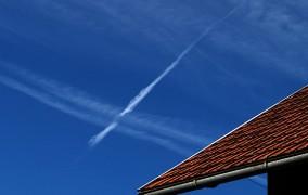 Paučina iz zrakoplova preplašila Hercegovce