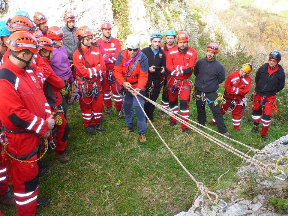 Obuka mladih gorskih spašavatelja