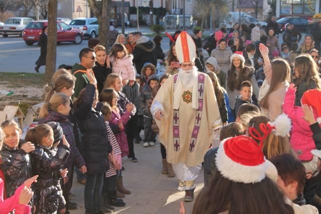 Vijeće mladih vas poziva na Božićni sajam