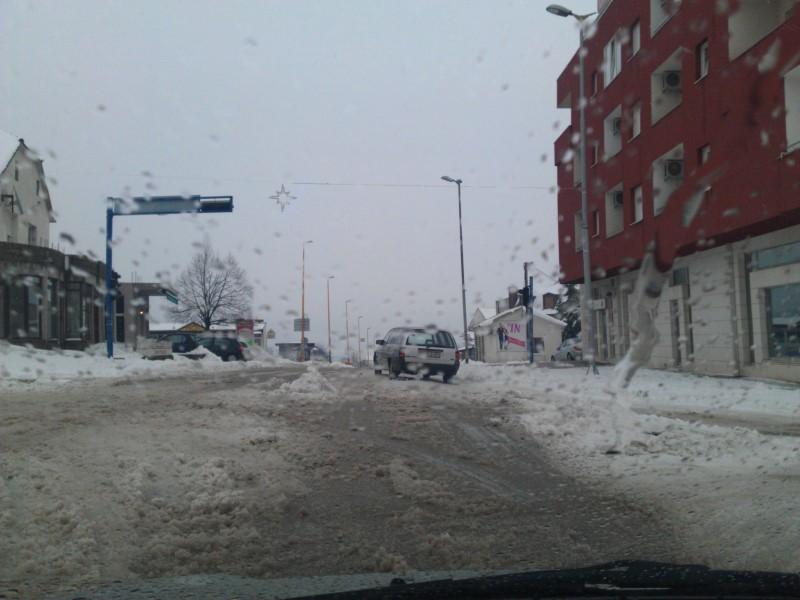 Snijeg uzrokuje probleme vozačima u BiH