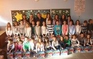 Vijeće mladih Posušje darivalo učenike osnovnih škola u Batinu i Vinjanima