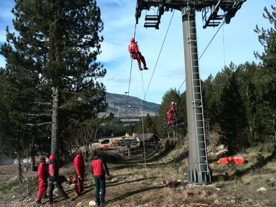 FOTO: HGSS Posušje i Imotski zajednički odradili vježbu spašavanja sa žičare