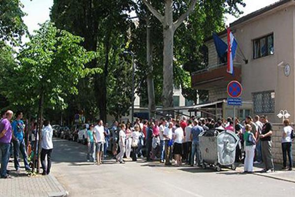 Drama u Mostaru: Nasumice pucao iz automatske puške usred grada