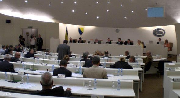O ukidanju 12 plaća odlučit će zastupnici u Parlamentu BiH
