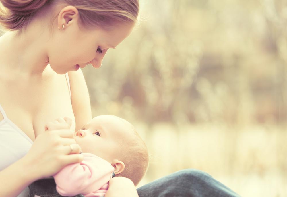 JABUKA.TV: Pitali smo Hercegovke što misle o dojenju u javnosti