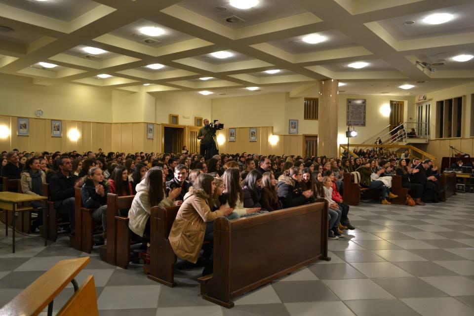 """FESTIVAL RELIGIOZNE DRAME: Otkazana predstava """"Majka Terezija-svetica tame"""""""