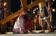FOTO: Vjernici iz BiH na dramskom prikazu Muke Isusove u Imotskom