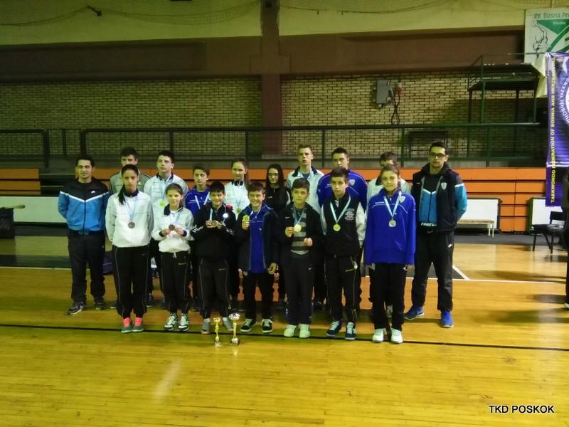 """FOTO: """"Poskocima"""" 13 medalja na Državnom prvenstvu u taekwondou"""