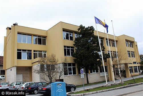 VLADA ŽZH: Razriješeni direktori Ljubuške tkaonice i hotela Grude kao i članovi Civilne zaštite