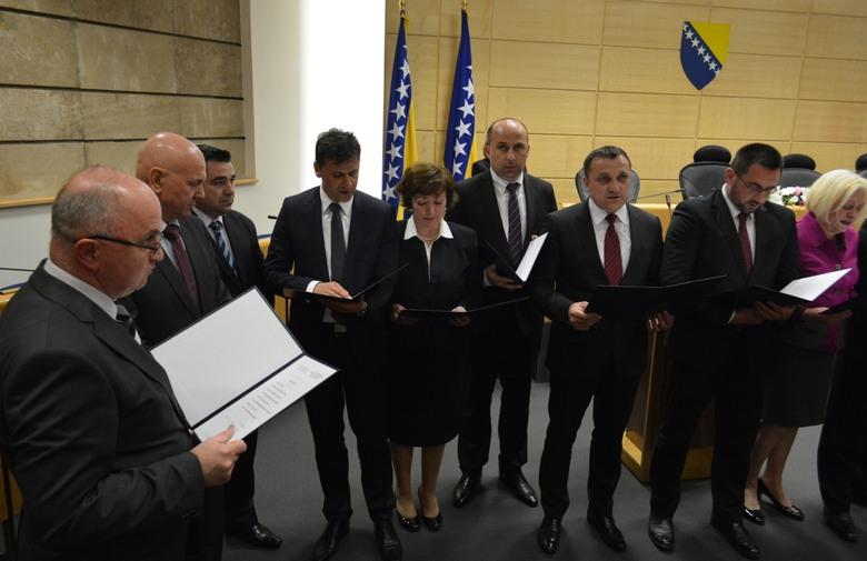 Prvi potezi Vlade F BiH: Smjene u pet javnih poduzeća i zaštita branitelja