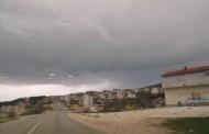 Olujni oblaci nadvili se nad gradom podno Radovnja