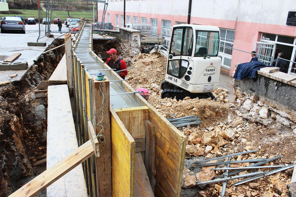 Krenuo već odavno planiran projekt obnavljanja sanitarnih čvorova i stepeništa posuških srednjih škola