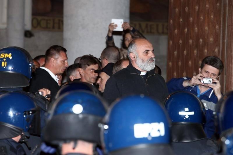 HEROJ: Posušanin pater Ivan Ike Mandurić spriječio sukob prosvjednika i policije na Markovom trgu