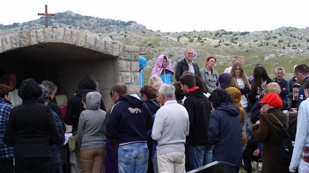 Blagoslov polja i sveta misa na Djevojačkom groblju na Barama