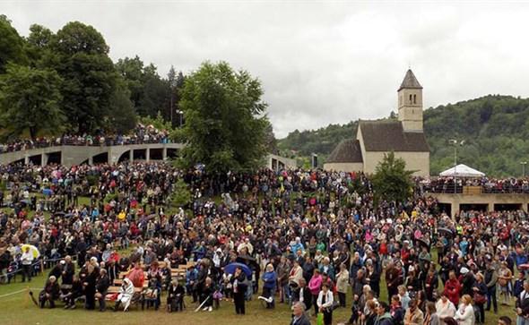Tisuće vjernika na središnjem misnom slavlju u Podmilačju povodom blagdana sv. Ivana Krstitelja