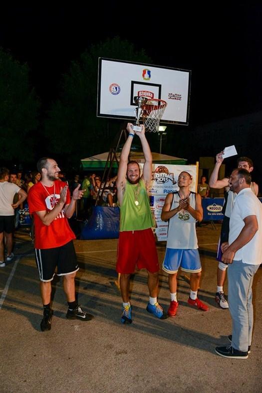 """FOTO: """"Statisti"""" osvojili basket turnir u Posušju"""