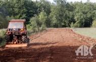Po Hercegovini teški strojevi krče kamenjar i pripremaju tlo za plantaže smilja