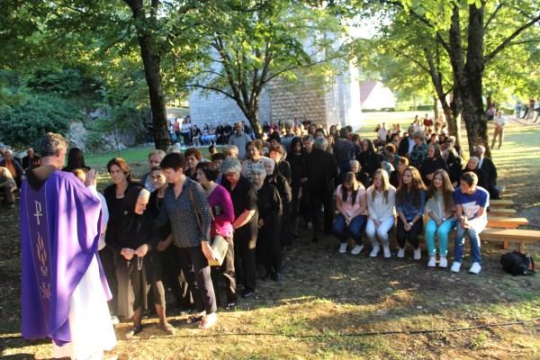 POSUŠKI GRADAC: Služena godišnja misa za sve žrtve ratova