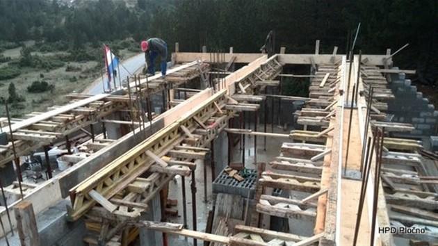 Radovi na planinarskom domu – izgradnja završne ploče
