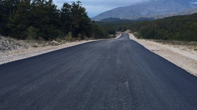 Započelo asfaltiranje makadamskog puta na Blidinju