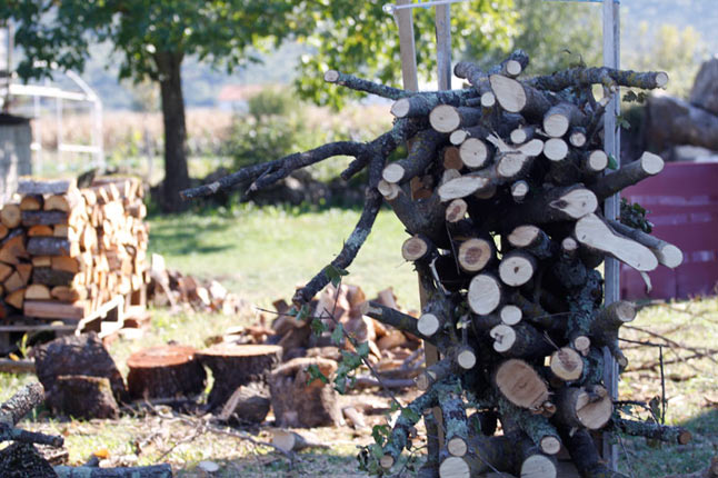 Uz spremljena drva, vino, rakiju i suho meso, zima nema šansu u Hercegovini …