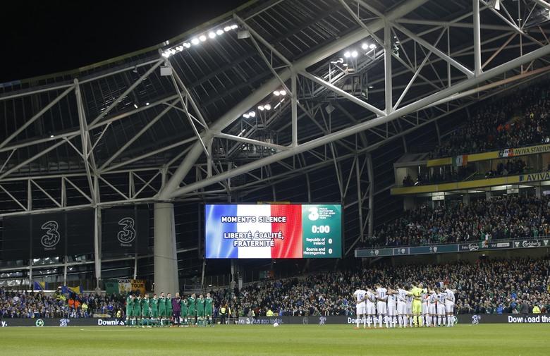 Skandal u Dublinu! Navijači BiH prekinuli minutu šutnje za pariške žrtve!
