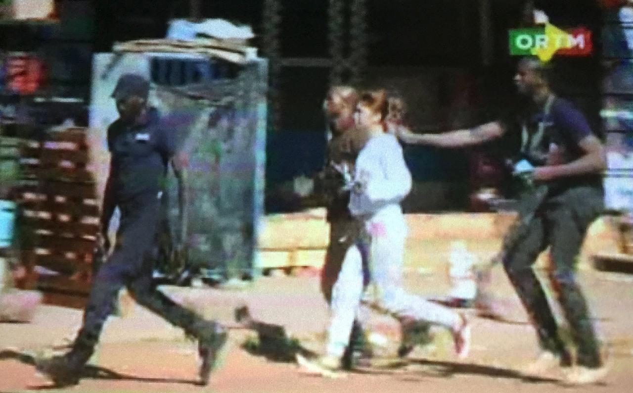 Talačka kriza u Maliju: Teroristi zarobili 170 osoba, ubili troje ljudi, oslobođeno 80 taoca