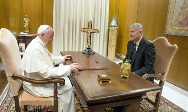 Papa Čoviću: Pozdravite dobre mlade ljude za mene