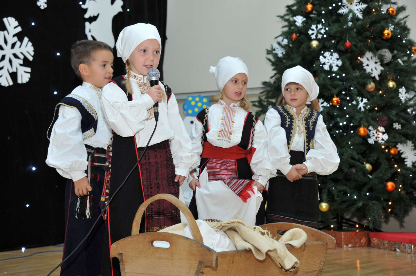 """FOTO: Božićna priredba Dječjeg vrtića """"Bajka"""""""