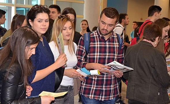 Raspisan natječaj za dodjelu 500 stipendija Hrvatima izvan Hrvatske