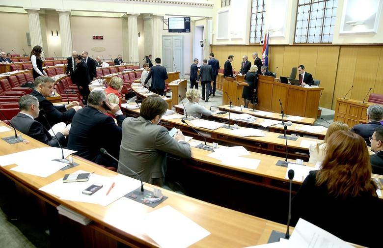 SJEDNICA SABORA: SDP: Tražit ćemo uskratu povjerenja ministru branitelja. HDZ: Hajka jer je najavio registar izdajnika