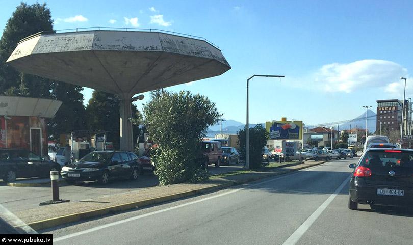 Poskupilo gorivo u Ljubuškom, no vozači i dalje u redu čekaju na crpki!