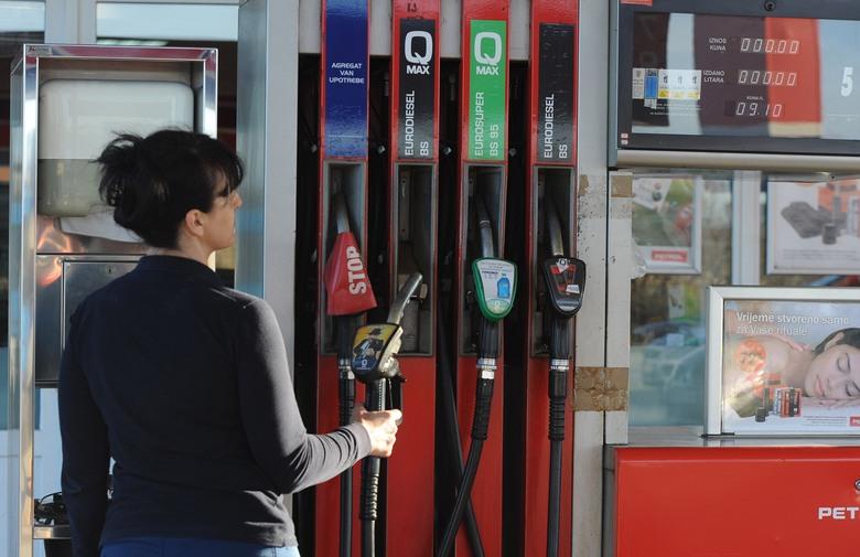 NAKON POSKUPLJENJA REGISTRACIJE: Trošarine na gorivo rastu za 0,20 KM