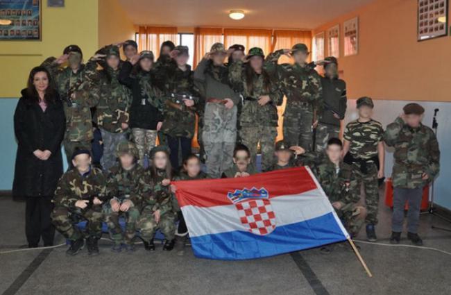 Učenici u Busovači defilirali u odorama Hrvatske vojske