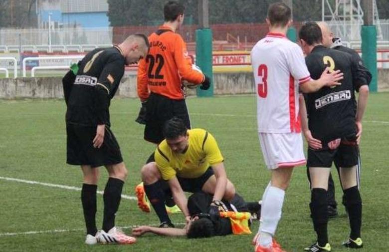 OBJAVLJENA POTRESNA SNIMKA: Evo kako je sudac u BiH spasio život mladom igraču