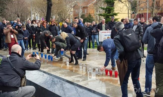 Polaganje vijenaca i mirna protestna šetnja u znak podrške obitelji Šantić