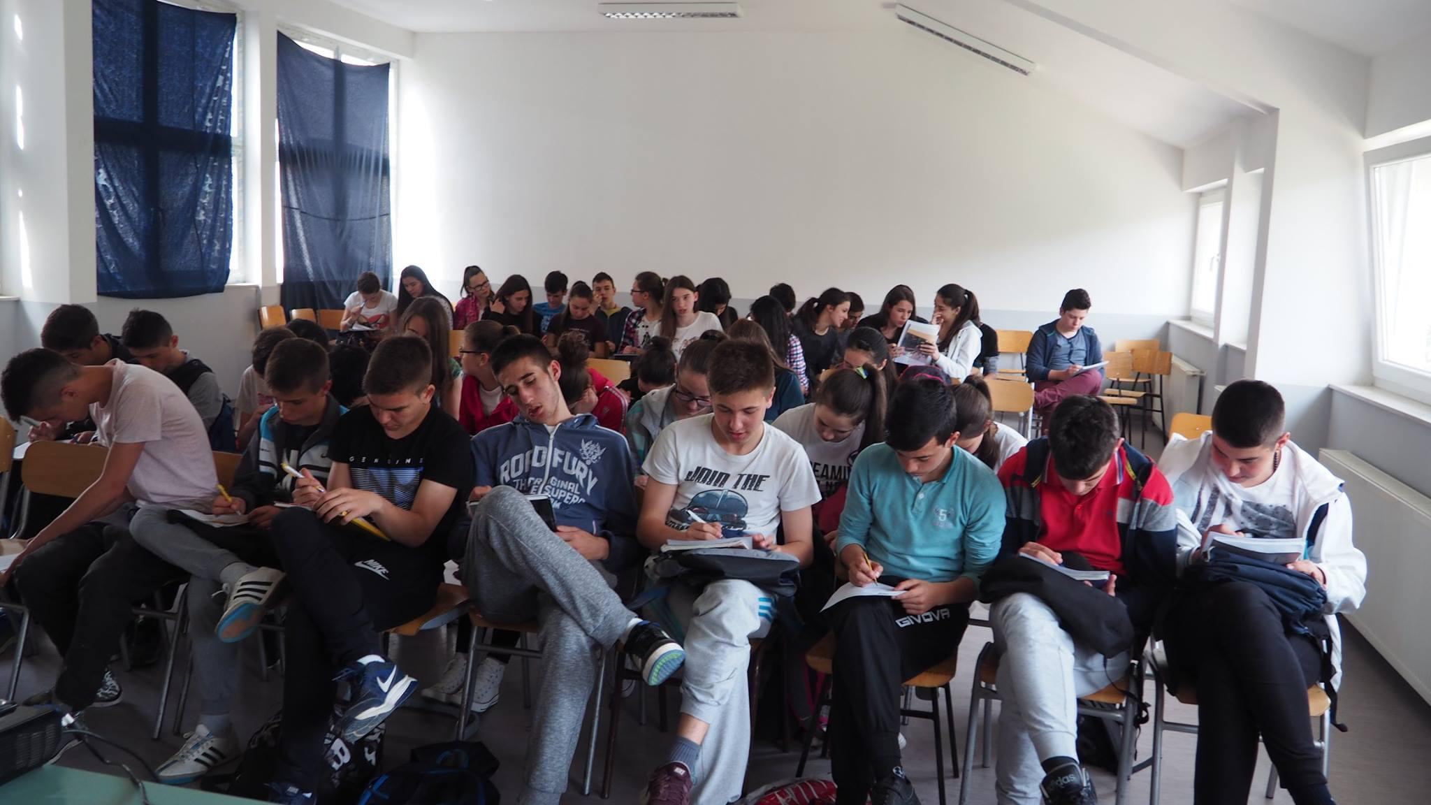 Doznajte koliko su naši osnovnoškolci ovisni o mobitelu i internetu