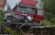 U teškoj prometnoj nesreći kod Gruda ozlijeđene dvije osobe
