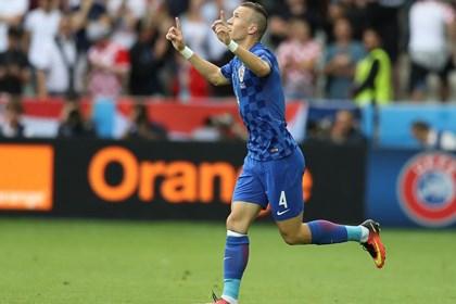 """Huligani se na """"krasan"""" način zahvalili reprezentaciji, Češka izvukla bod"""