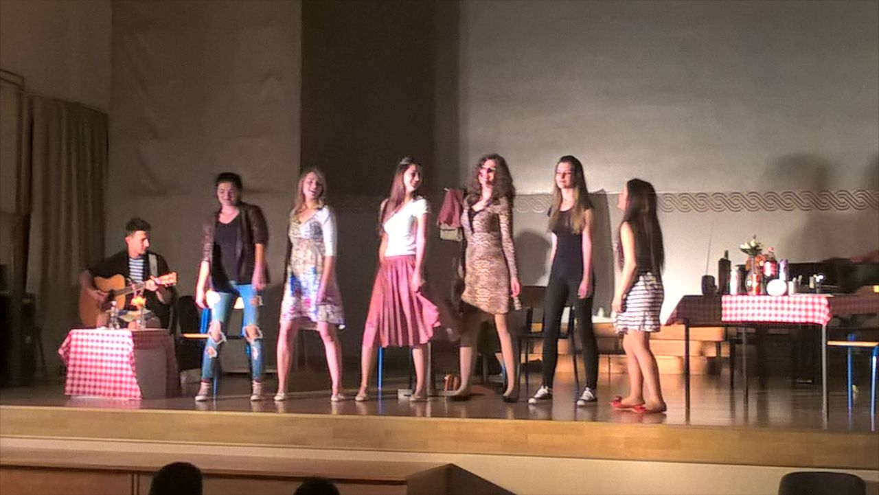 """Gradsko kazalište mladih Vitez odigralo predstavu """"Šmizle"""" u Posušju"""
