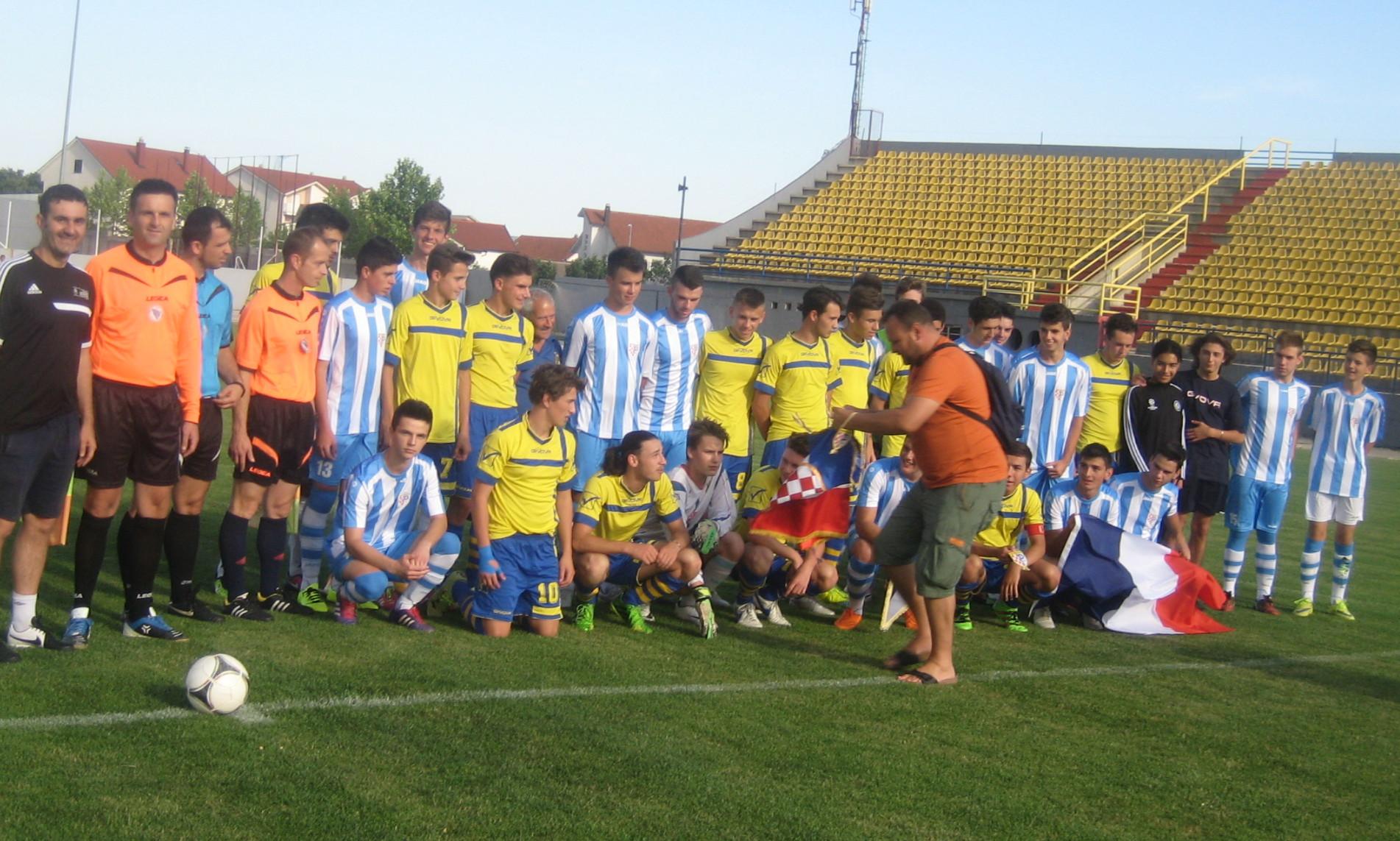 MOKRI DOLAC: Gostovali juniori FC Trets iz Francuske