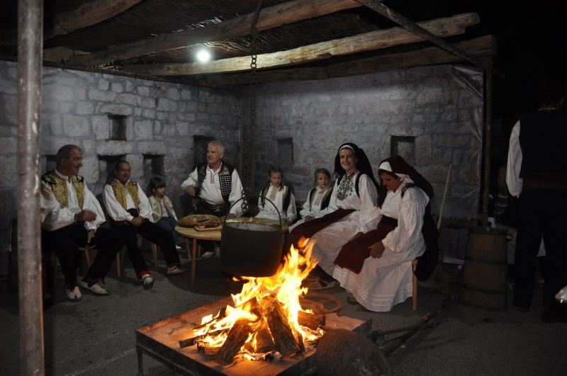 POSUŠKO LITO: Održana smotra folklora uz nastup legendarnog Kiće Slabinca