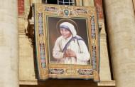 Papa Franjo proglasio je svetom blaženu Majku Tereziju