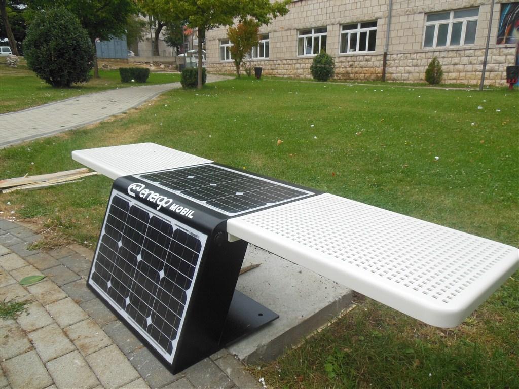 Postavljena prva solarna klupa u Posušju