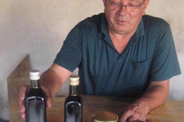 Miro Lovrić je brigadir HVO-a u mirovini i s obitelji uzgaja plantažu aronije u Viru