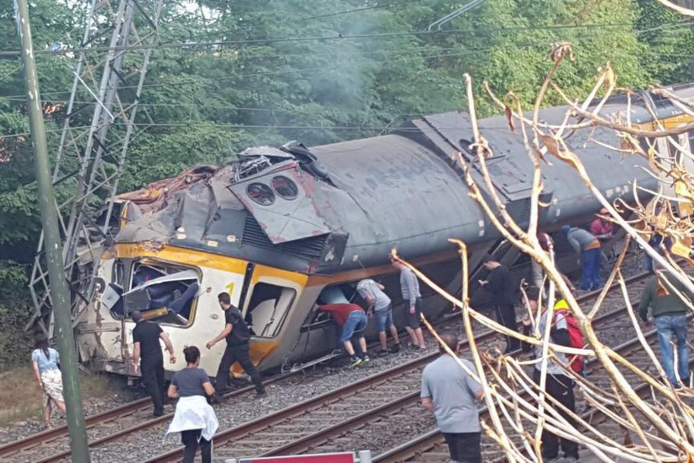 Vlak u Španjolskoj u kojem je bilo 60 putnika sletio s tračnica, ima mrtvih