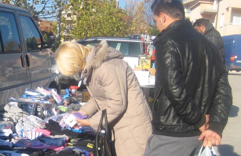 POSUŠJE: Sunce na tržnici okupilo brojne prodavače i kupce